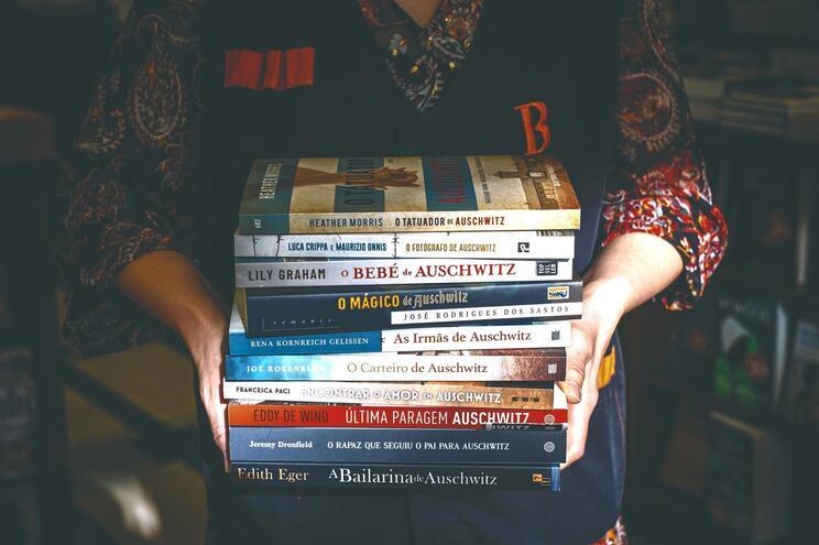 Desde setembro foram publicados mais de uma dezena de livros contendo Auschwitz no título