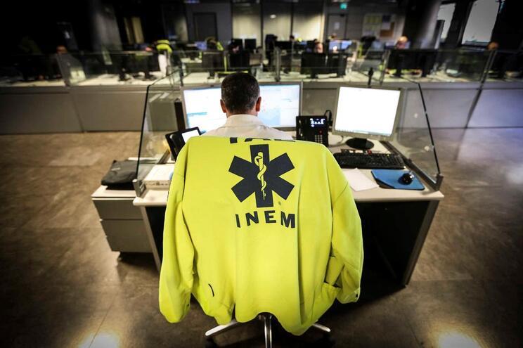 Chamadas para o INEM demoram oito minutos a ser atendidas