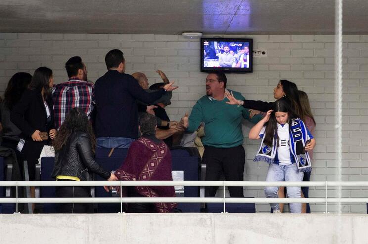 """Albuquerque: """"Um adepto do F. C. Porto desferiu um murro no olho da minha esposa"""""""