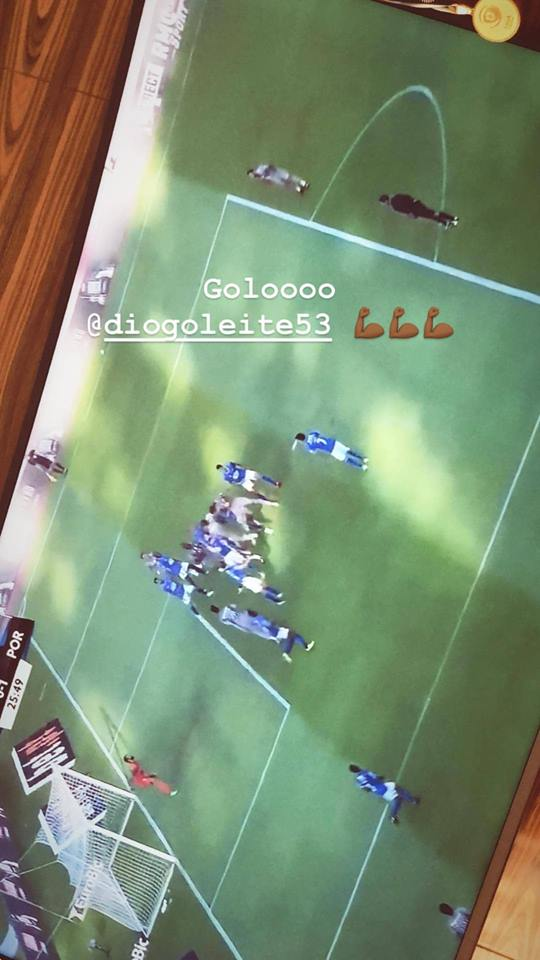 Marega vibra no sofá com jogo do F. C. Porto