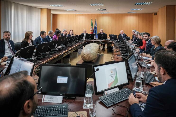 Novo executivo tem 19 ministros e 50 secretários de Estado