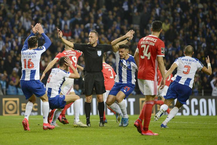 Já são conhecidos os onzes oficiais de Benfica e F. C. Porto