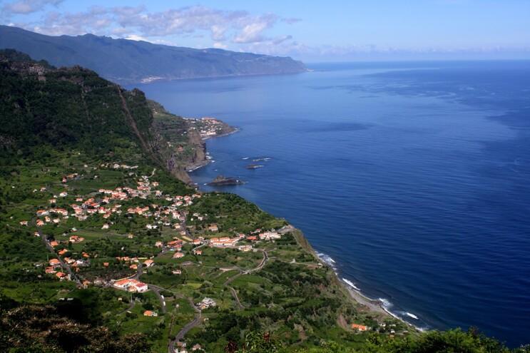 """O secretário do Turismo da Madeira diz que a Madeira """"não vai baixar o nível de alerta"""" pelo facto de"""