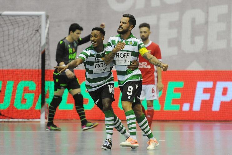 Sporting inicia defesa do título da Liga dos Campeões com goleada