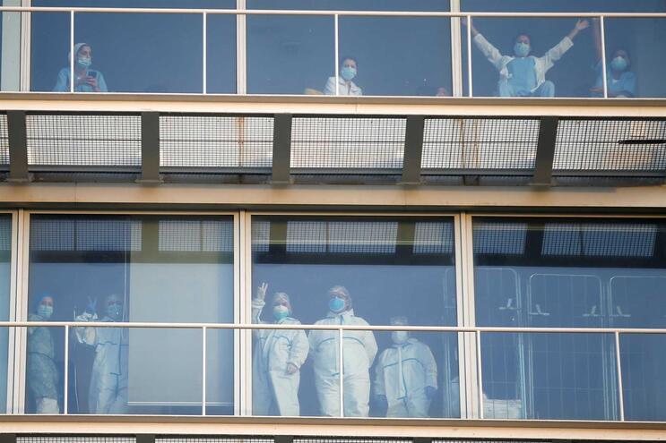 Profissionais de saúde de hospital em Barcelona