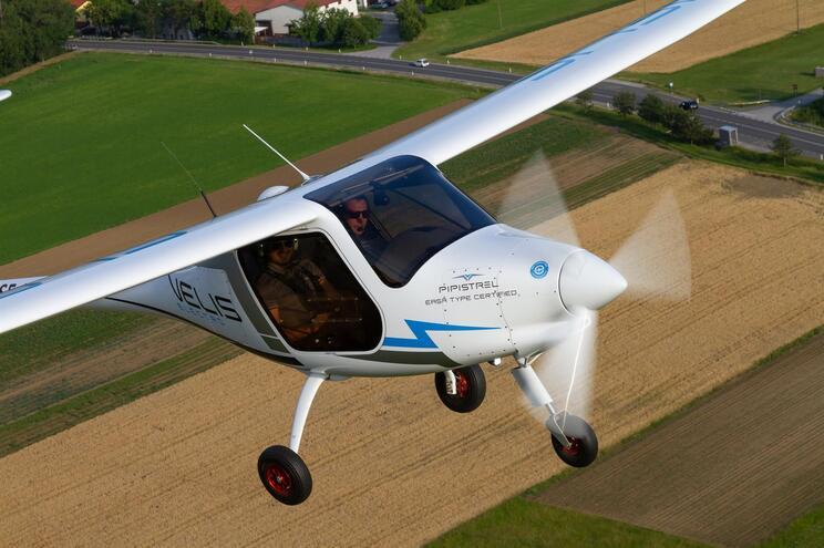 Avião tem dois lugares e é fabricado por uma empresa da Eslovénia