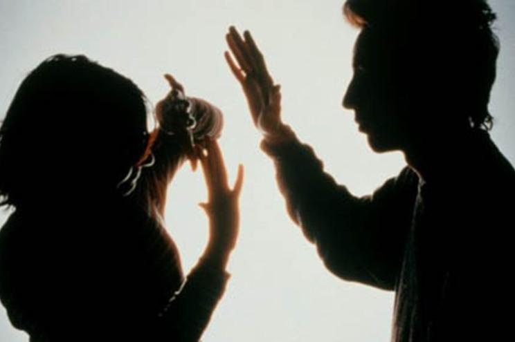 Vítima vive com o agressor e depende economicamente dele