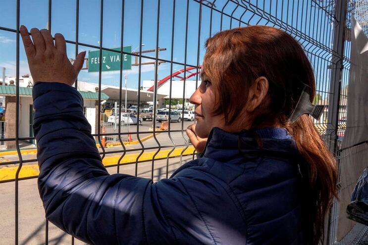 As agências de fronteira dizem que foram instruídas a restringir os pedidos de asilo e as passagens de
