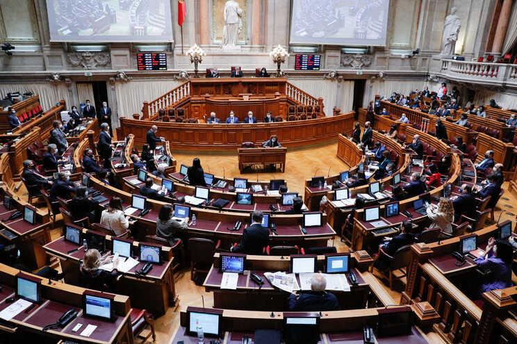 Na próxima semana, o parlamento realizará três sessões plenárias e na semana seguinte dois plenários