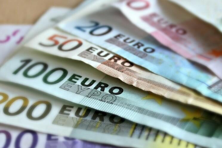 Ofereceu 30 mil euros a guarda para escapar a crime de violência doméstica