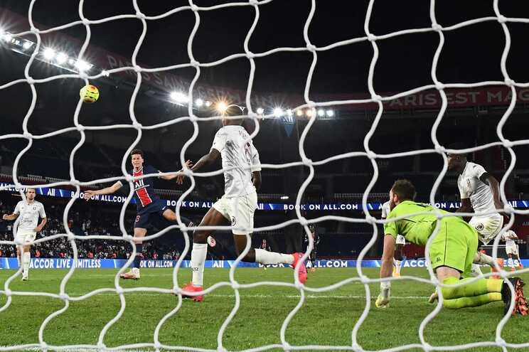 Julian Draxler marcou o único golo da vitória do PSG frente ao Metz