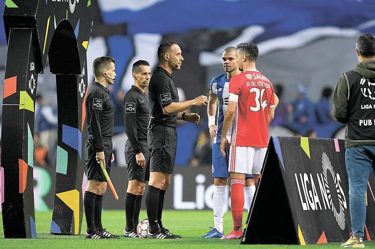 F. C. Porto e Benfica lutam pelo título e são finalistas da Taça de Portugal, que pode vir a ser disputada