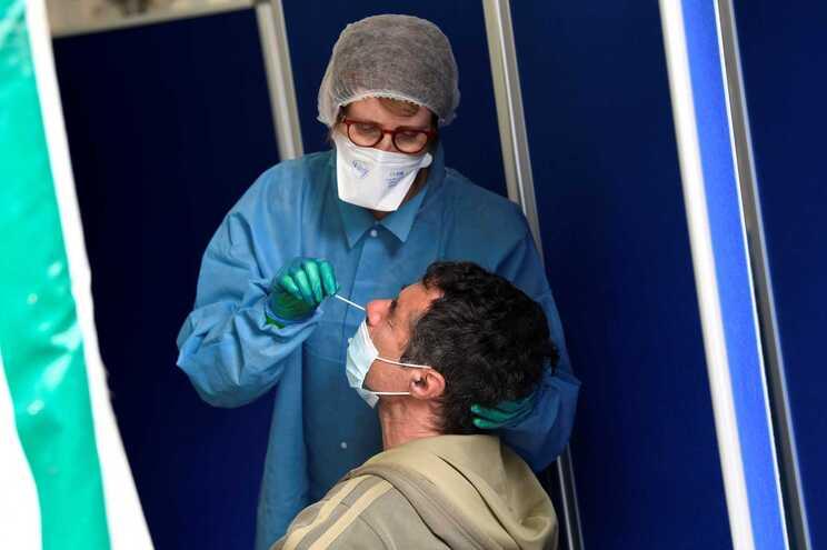 As autoridades anunciaram também mais 526 novas infeções pelo novo coronavírus, elevando o total de casos