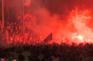 Adeptos do Liverpool esquecem distanciamento social e festejam título