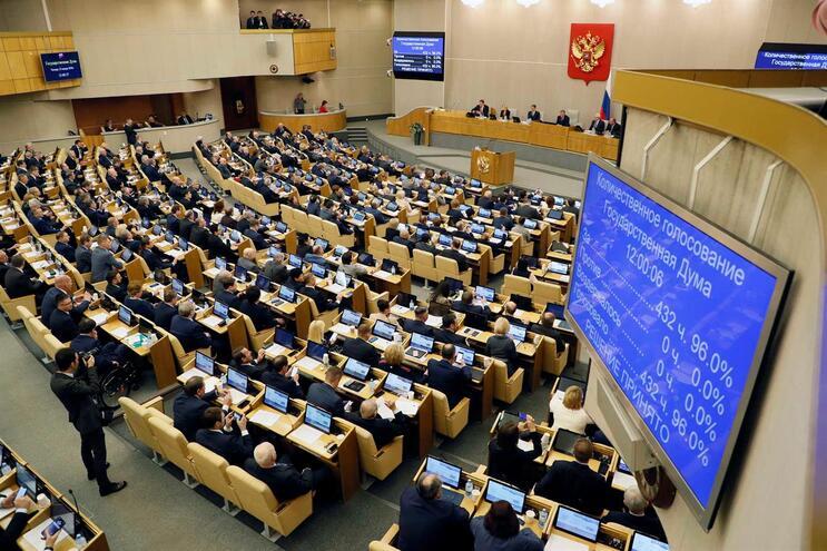 A Câmara dos Deputados (Duma) da Rússia aprovou, por unanimidade, em primeira leitura, o projeto de emendas