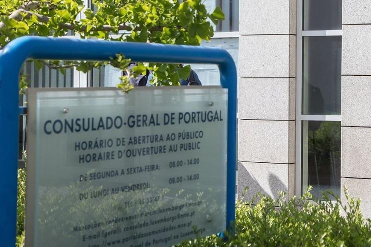 A representação diplomática portuguesa explica quais os procedimentos para solicitar serviços não urgentes