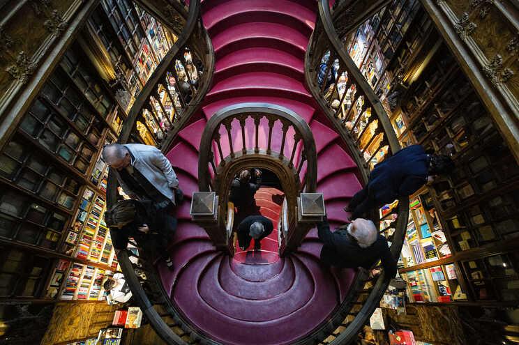 A famosa escadaria da Livraria Lello