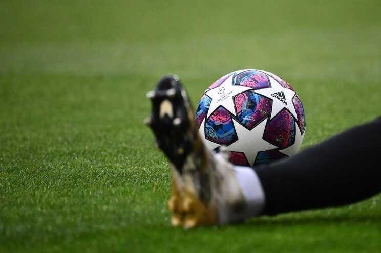 Jogos teste vão ter 15% de espectadores nas bancadas, um da Liga dos Campeões e dois da Liga Europa