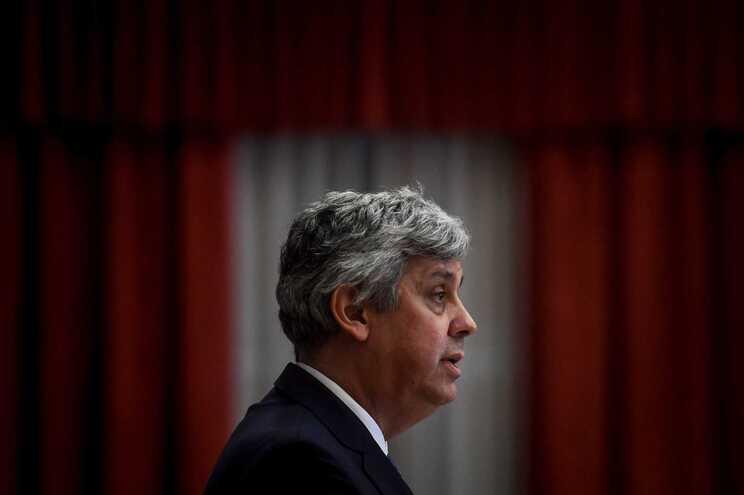 Mário Centeno, agora governador, é acusado de incongruências visto que no Governo pediu os resultados