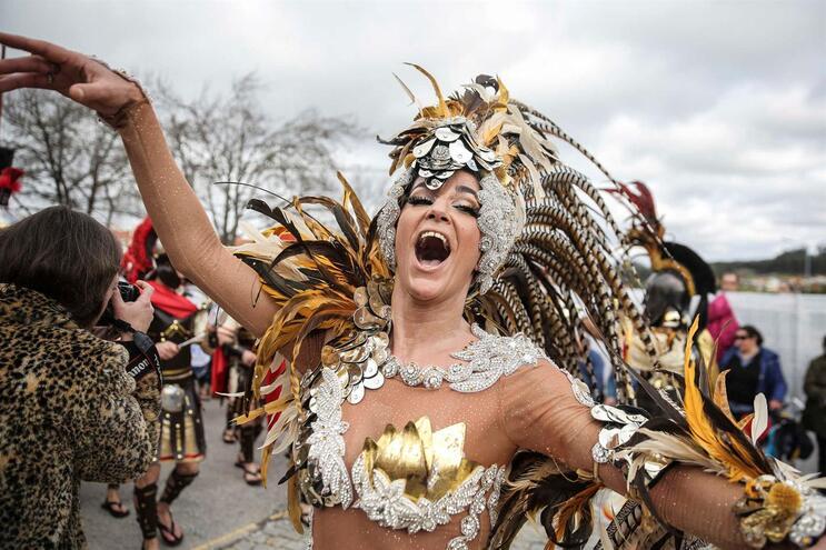 Reveja o desfile dos corsos carnavalescos de Ovar e da Mealhada