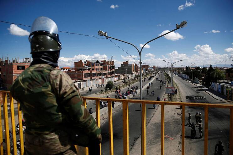 Bolívia sofreu golpe de Estado instrumentalizado pelas forças armadas, diz especialista