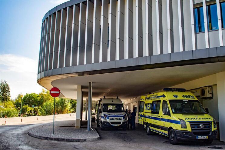 Idosa de 94 anos morreu com Covid-19 nos Hospitais da Universidade de Coimbra