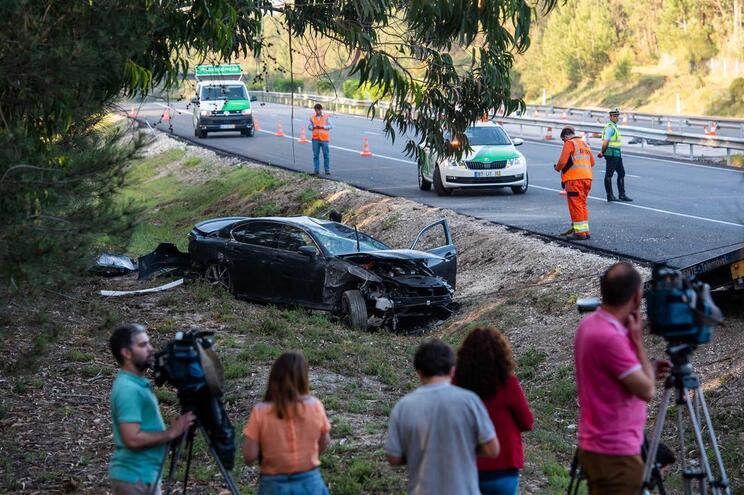 Veículo conduzido por Santana Lopes despistou-se e capotou na A1