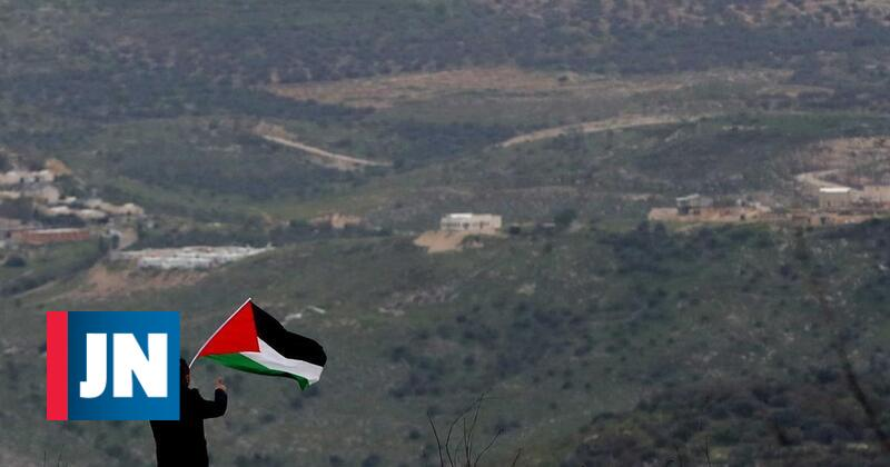 Tropas israelitas acusadas de disparar contra palestiniano algemado e vendado