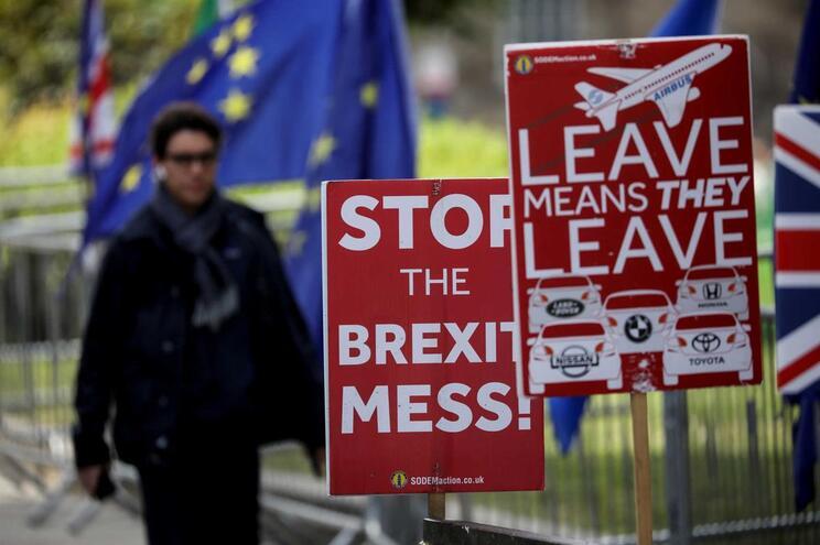 Brexit continua num impasse no parlamento britânico