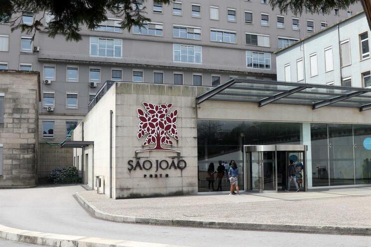 Mulher acusada de sequestrar bebé no Porto em silêncio no início do julgamento