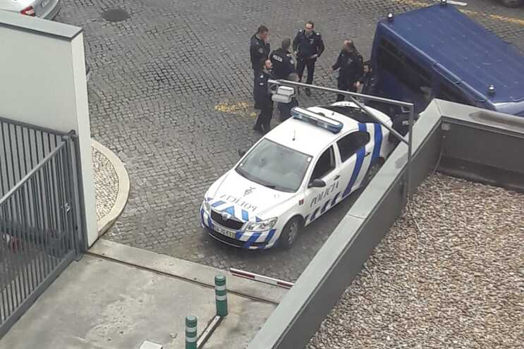 Homem perseguido pela PSP tenta esconder-se na sede da PJ