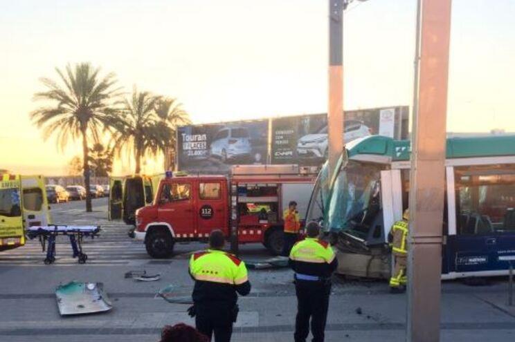 Descarrilamento de tram faz vários feridos em Barcelona