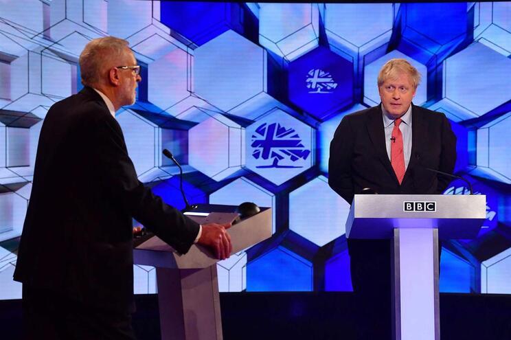 Jeremy Corbyn e Boris Johnson em debate