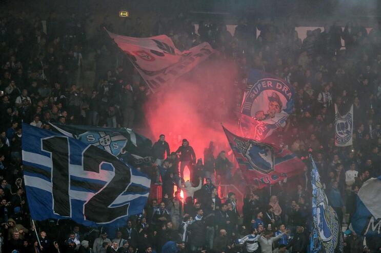 Adeptos do F.C. Porto no Estádio D. Afonso Henriques