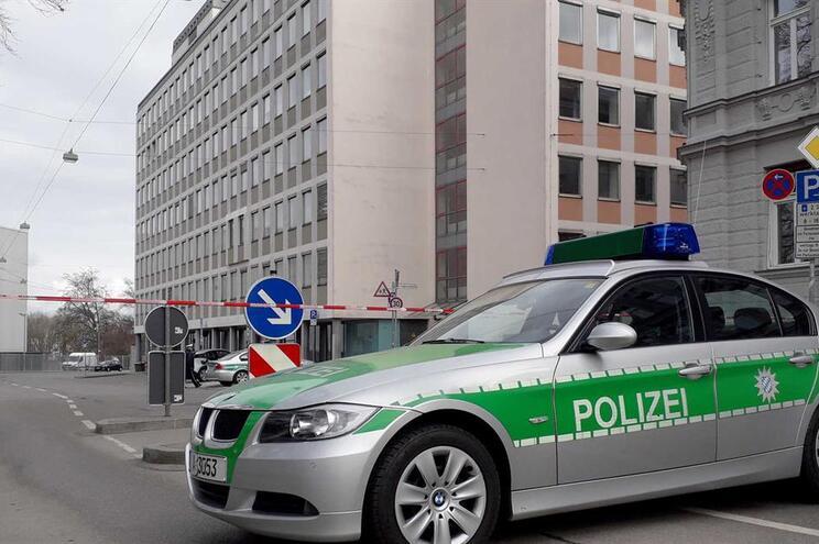 Autoridades alemãs fazem buscas a oito pessoas e 11 bancos