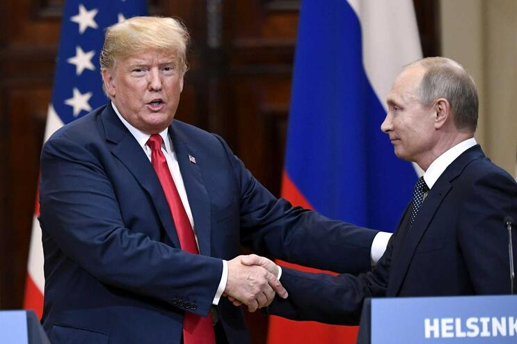Trump e Putin congratulam-se com cimeira produtiva e útil