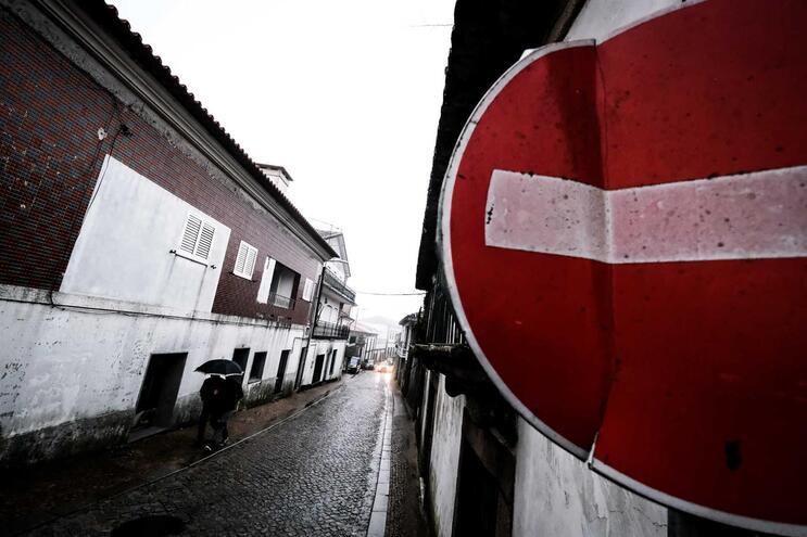 Portugueses não confiam nas capacidades do SNS, segundo inquérito da Deco