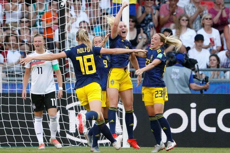 Suecas festejam vitória sobre a Alemanha