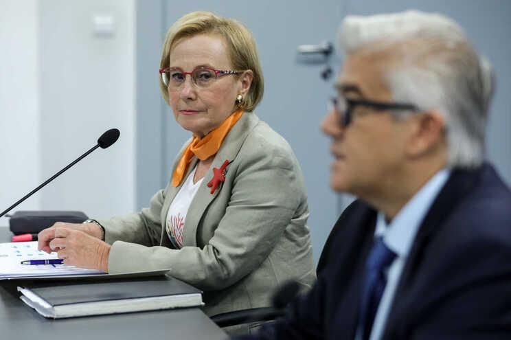 Graça Freitas acompanhada de António Sales em conferência de imprensa da DGS