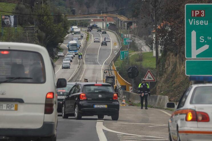 Circulação no Itinerário Principal (IP) 3 está cortada, em Penacova, devido a um desabamento ocorrido
