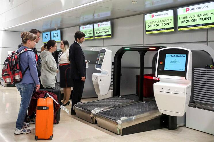 Bruxelas quer quetaxaaeroportuária em Lisboa seja também paga por residentes