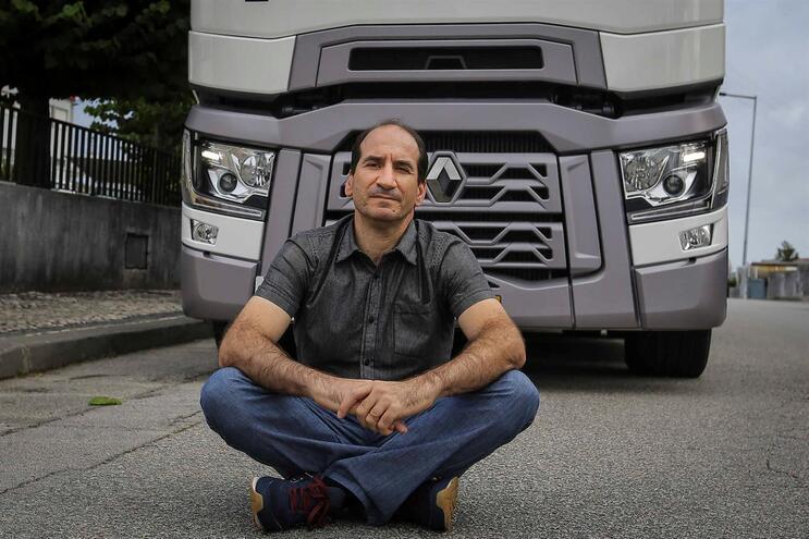 Pedro Alves queixa-se de um ordenado baixo e dos custos que tem de suportar