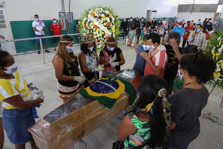 Brasil com mais de 15 mil mortos e com 233 mil casos confirmados de covid-19