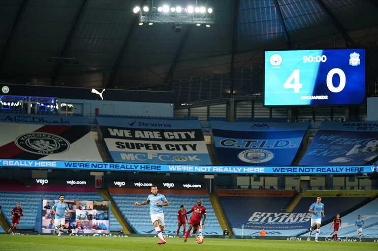 Manchester City goleou o campeão Liverpool