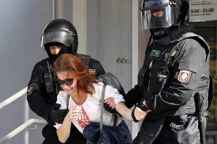 Cerca de 250 detenções em manifestação da oposição na Bielorrússia
