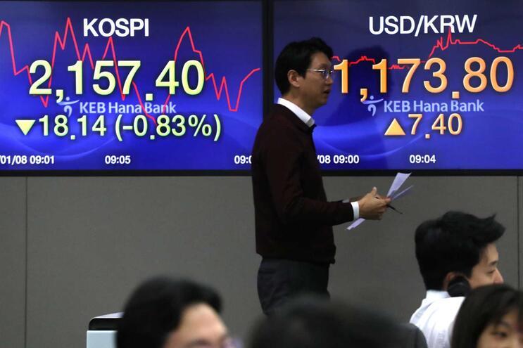 """Mercados receiam que escalada da violência afete produção e """"stock"""" de crude"""