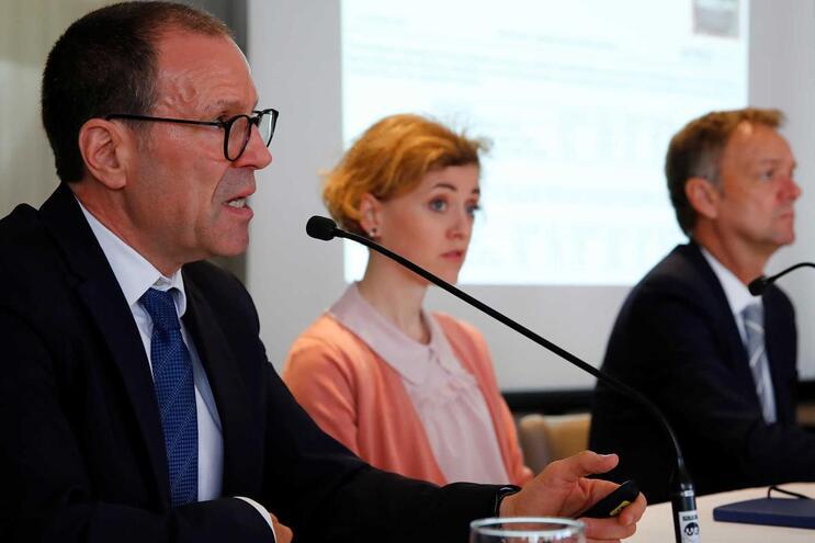 Sarah Schott e Christof Sohn, do Hospital Universitário de Heidelberg (à esquerda na imagem)