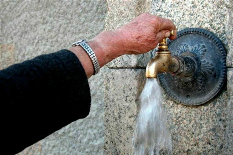 DECO denuncia desperdício de 90 milhões de euros por ano com perdas de água