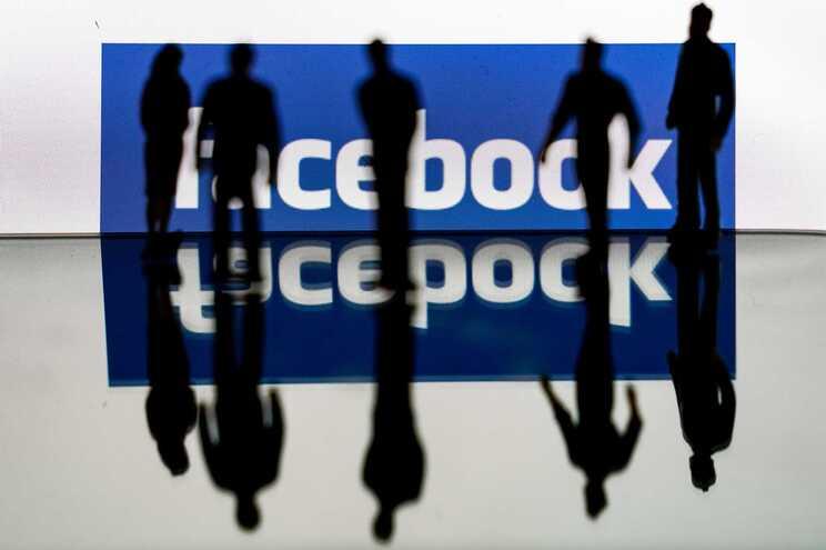 Facebook etiquetou com mensagens de advertência 98 milhões de peças de desinformação ligadas à pandemia