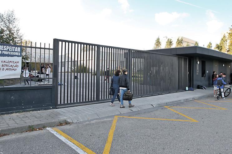 Terrenos onde foi construída escola secundária do Castêlo no meio de polémica judicial que se arrasta